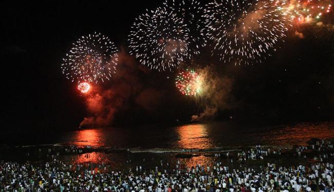 Comércio deve fechar e soteropolitanos vão à praia da Barra comemorar Réveillon - Foto: Claudionor Junior | Ag. A TARDE | Arquivo