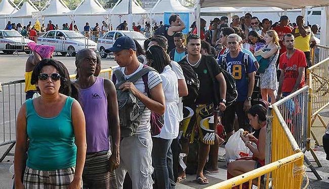 A espera para o embarque é de no mínimo quatro horas no terminal de São Joaquim - Foto: Eduardo Martins| Agência A TARDE