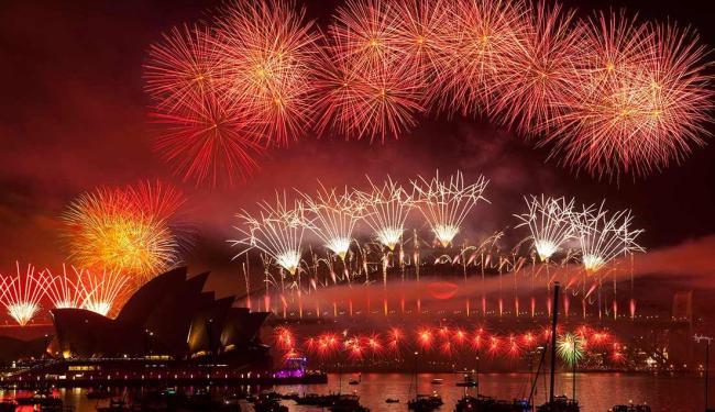 Queima de fogos para celebrar 2013 nos céus de Sidney - Austrália - Foto: Damian Sha / Agência EFE