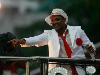 Alex Max, vocalista do Saiddy Bamba, comandará a festa - Foto: Paula Fróes   Ag. A TARDE   19.02.2012