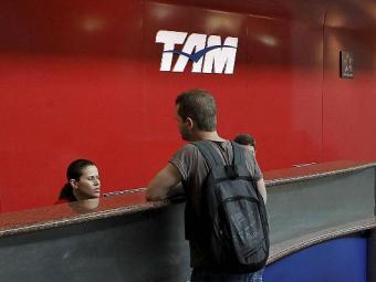 Empresas foram autuadas por cobrança indevida de taxa de emissão de venda e remarcação de passagens - Foto: Eduardo Martins   Ag. A TARDE