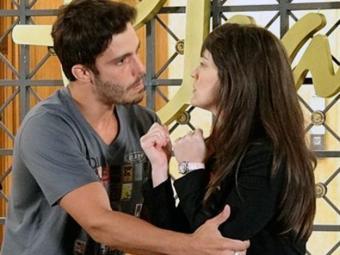 Zenon mente e Carolina acaba acreditando na história - Foto: Divulgação