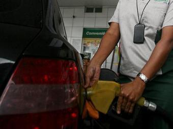 Percentual de etanol na gasolina passará de 20% para 25% - Foto: Raul Spinassé   Ag. A TARDE