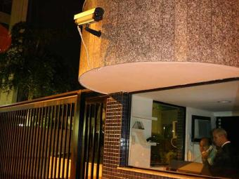 Para quem mora em apartamento ou em casa, a prioridade é sempre a segurança - Foto: Rejane Carneiro/Ag.A Tarde/em 20/07/2006