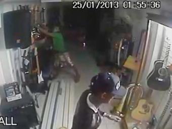 Ação dos criminosos aconteceu durante a madrugada - Foto: Reprodução   Câmeras internas
