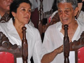 Regina Casé e Rodrigo Velloso durante a missa - Foto: Flavio Diamantino   Divulgação