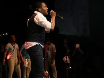 Tatau abriu o show deixando o público eufórico - Foto: Reprodução | Facebook