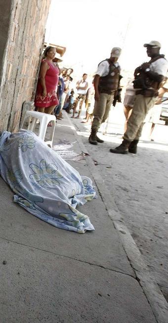 Crime ocorrido 26 de setembro no bairro Mangabeira, o mais violento da cidade - Foto: Luiz Tito | Ag. A TARDE