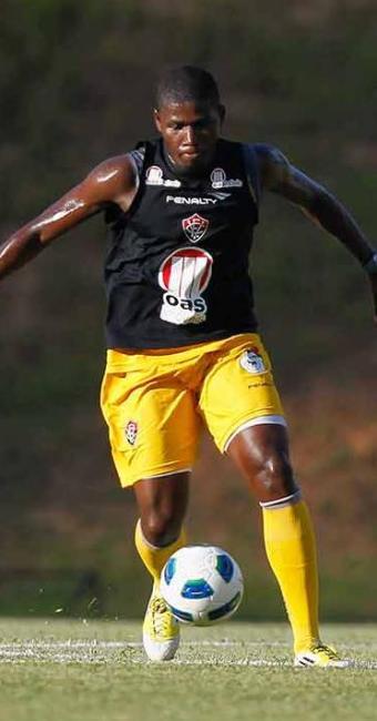 Principal reforço do Vitória para a temporada, Lúcio Maranhão faz dois gols em treino coletivo - Foto: Eduardo Martnis   Agência A TARDE