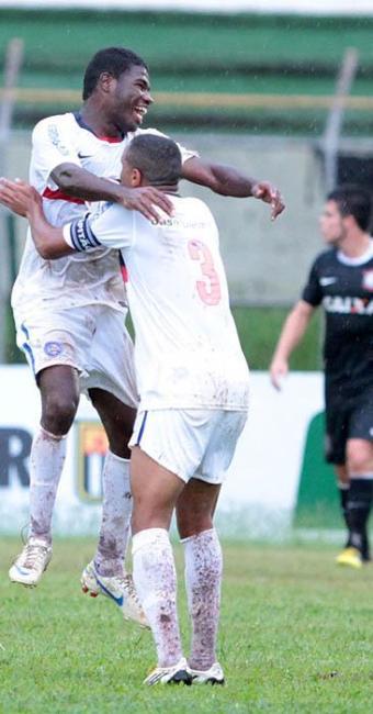 Volante Feijão comemora após gol da classificação em cima do Corinthians - Foto: Célio Messias   Estadão Conteúdo