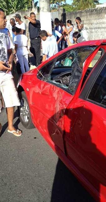 Médico desceu para fotografar carro quando foi deliberadamente atingido - Foto: Divulgação