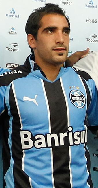 Meia argentino com passagem no Grêmio e Atlético-MG deve vestir a camisa do Vitória em 2013 - Foto: Fábio Berriel / Ag. Estado