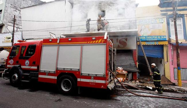 Não houve ferido e o fogo já foi controlado pelos bombeiros - Foto: Lúcio Távora   Ag. A TARDE