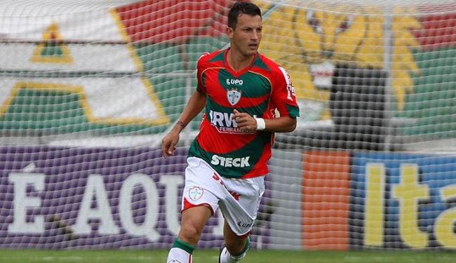 O zagueiro Gustavo, ex-Portuguesa, é uma das novidades no Vitória para a temporada - Foto: LEANDRO MARTINS / ESTADÃO CONTEÚDO