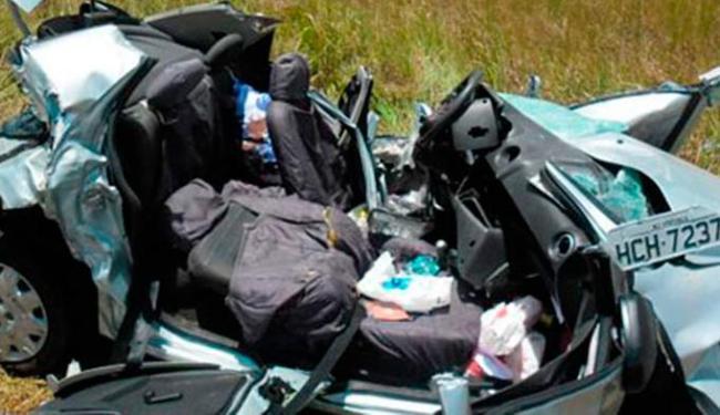 Carro ficou destruído após colisão - Foto: Sul Bahia News