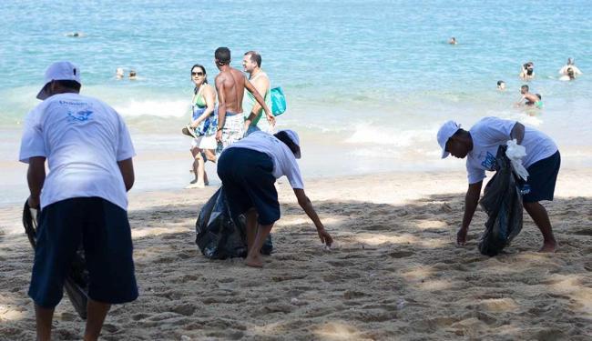 Coleta de lixo no Porto da Barra é iniciativa da Mar Grande/Salvador - Foto: Marcelo Soares | Divulgação