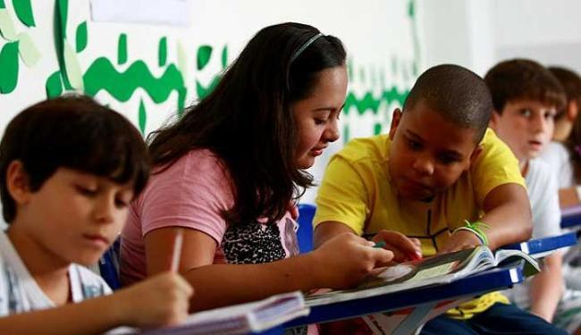 Menina corre o risco de não estudar em 2013 - Foto: Fernando Vivas | Ag. A TARDE