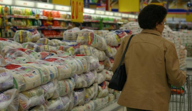 A baixa no ano nos preços se deve principalmente à queda nos preços do açúcar e dos produtos lácteos - Foto: Iracema Freire   Ag. A TARDE