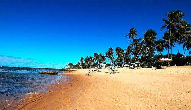 Além de Salvador, as praias da Estrada do Coco, como a Praia do Forte, terá sol e calor intenso - Foto: Divulgação | Bahiatursa