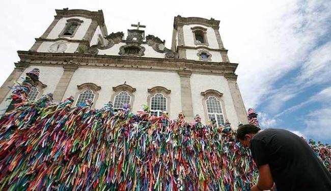 Asfalto foi recapeado nas ruas por onde vai passar o cortejo na quinta - Foto: Raul Spinassé | Ag. A TARDE