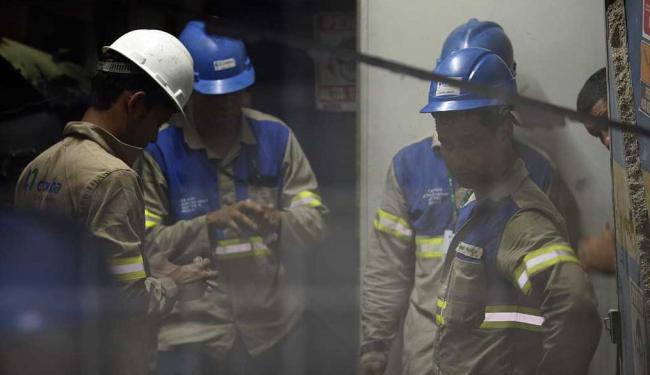 Técnicos avaliam qual o motivo da explosão - Foto: Lúcio Távora   Ag. A TARDE