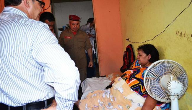 Raimunda foi retirada de casa por sete homens em uma maca especial - Foto: Divulgação   Polícia Militar