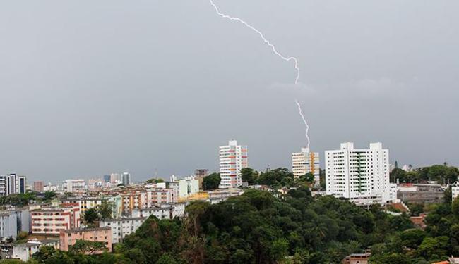 Raios e trovões assustaram a população - Foto: Joá Souza   Ag. A TARDE