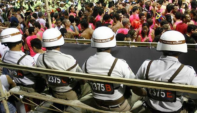 Aproximadamente 3.200 policiais virão do interior da Bahia como reforço para a Copa - Foto: Claudionor Junior / Ag A Tarde