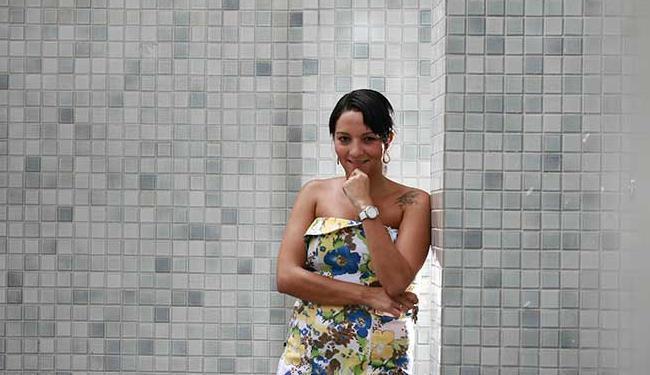 Bancária Rafaela Batista Duarte sonha deixar o aluguel e adquirir a casa própria - Foto: Raul Spinassé | Ag. A TARDE