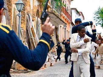 Polícia tenta prender o capoeira - Foto: Divulgação