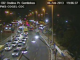 Trânsito intenso na Praça das Gordinhas, Ondina - sentido centro - Foto: Reprodução   Cogel/PMS