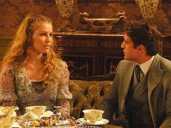 Esther ameaça terminar o noivado com Albertinho se ele não se afastar de Elias - Foto: Divulgação