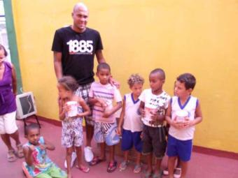 Atacante tricolor se diz contente com ato de ajudar crianças necessitadas - Foto: Esporte Clube Bahia | Divulgação