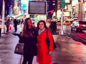 Nicole ao lado se sua mãe nos Estados Unidos - Foto: Reprodução   Instagram