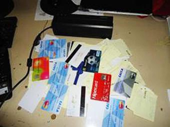 Agentes encontraram extratos bancários e cabos de dados para ligação do