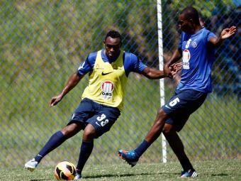 Obina treina mais uma vez como titular e pode ficar com vaga que era de Souza no ataque do Bahia - Foto: Raul Spinassé | Agência A TARDE