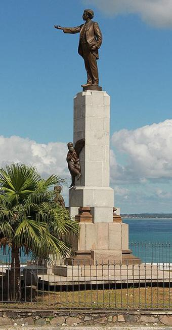 Estátua do Poeta Castro Alves está localizada no Centro Histórico - Foto: Joá Souza | Ag. A TARDE