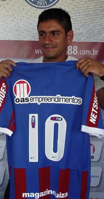 Com pompa de camisa 10, Paulo Rosales chega para arrumar o meio campo do Bahia - Foto: Esporte Clube Bahia | Divulgação