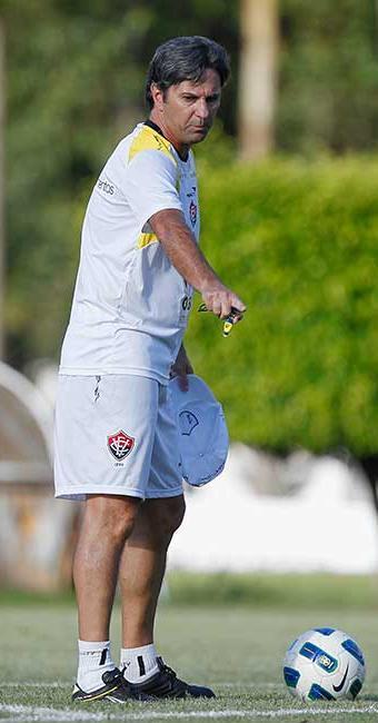 Com classificação e liderança garantidas, Caio Júnior fará testes no Vitória diante do América-RN - Foto: Eduardo Martins | Agência A TARDE