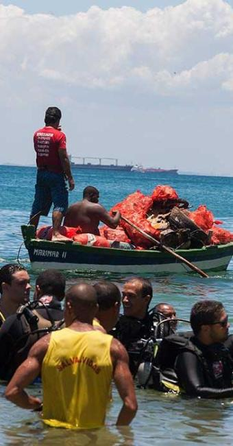 Mergulhadores atuaram entre o Cristo e o Porto - Foto: Dorivan Marinho   Ag. A TARDE