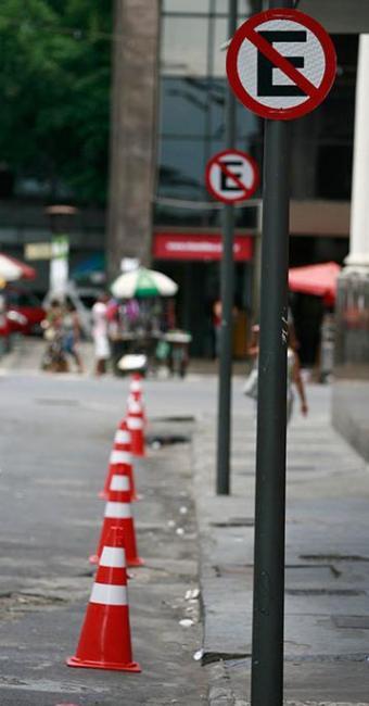 Transalvador sinaliza toda a área do Comércio a partir desta segunda - Foto: Raul Spinassé   Ag. A TARDE