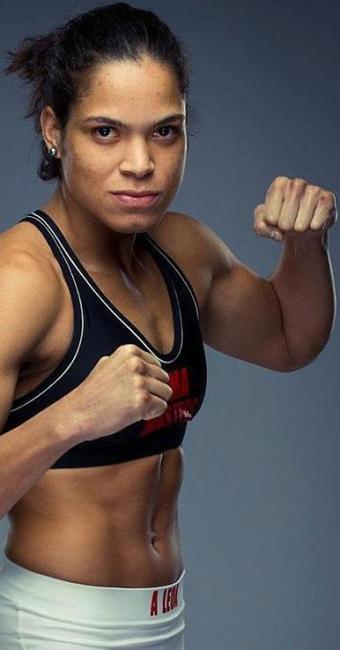 """PRIMEIRA BRASILEIRA DO """"UFC"""", LUTADORA BAIANA ALMEJA CINTURÃO. VAI Á LUTA"""
