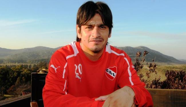 Paulo Rosales, 29 anos, estava jogando no Independiente da Argentina - Foto: FABIAN GASTIARENA / Divulgação