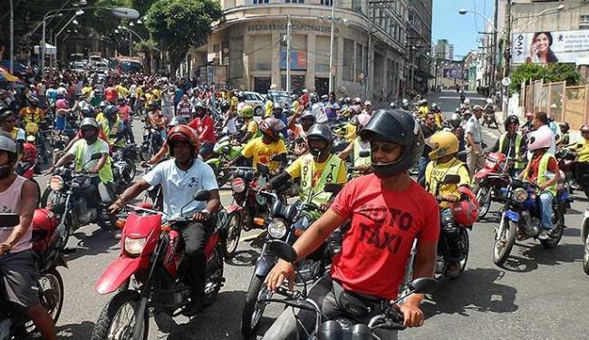 Os mototaxistas pedem a regulamentação da profissão em Salvador - Foto: Augusto Souza Santos I Agência A TARDE