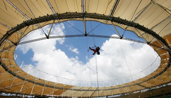 Instalação contou com o trabalho de montadores alpinistas especializados em construção civil - Foto: Marco Aurélio Martins   Ag. A TARDE