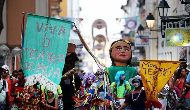 Circuito Batatinha (Pelourinho) do Carnaval 2013 de Salvador, Bahia. Na foto: Blocos nas ruas do Pel - Foto: Raul Spinassé | Ag. A TARDE