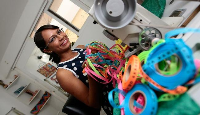 A designer Nea Santtana imprime a cultura baiana em suas peças - Foto: Mila Cordeiro   Ag. A TARDE