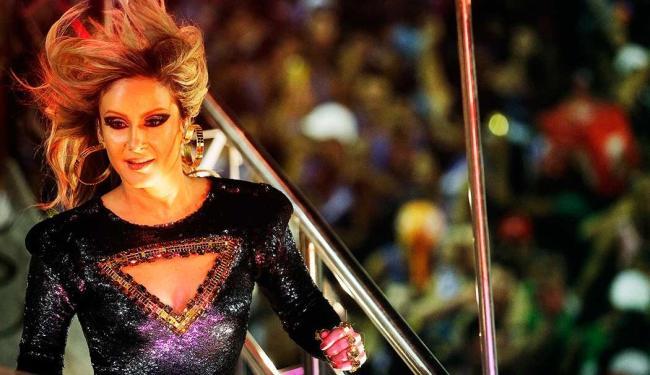 Cantora apareceu toda de preto - Foto: Raul Spinassé / Ag. A Tarde