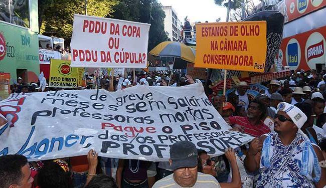 Mudança traz seus tradicionais protestos para a Avenida - Foto: Eduardo Martins   Ag. A TARDE
