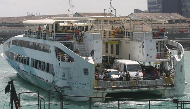 Ferry apresentou problema dez minutos após sair do Terminal Bom Despacho - Foto: Arestides Baptista | Ag. A TARDE
